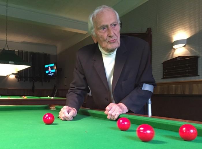 Leonard Jewel snooker table