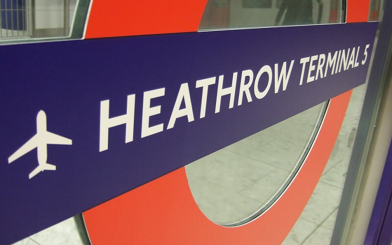 heathrow tube sign