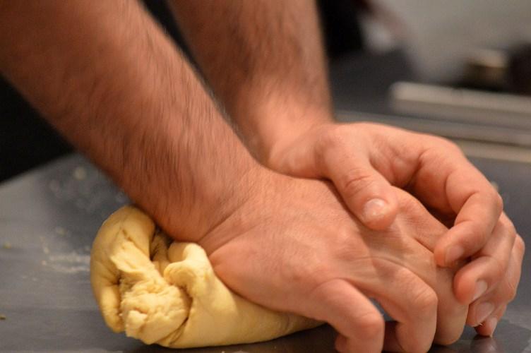 mosimans kneeding dough