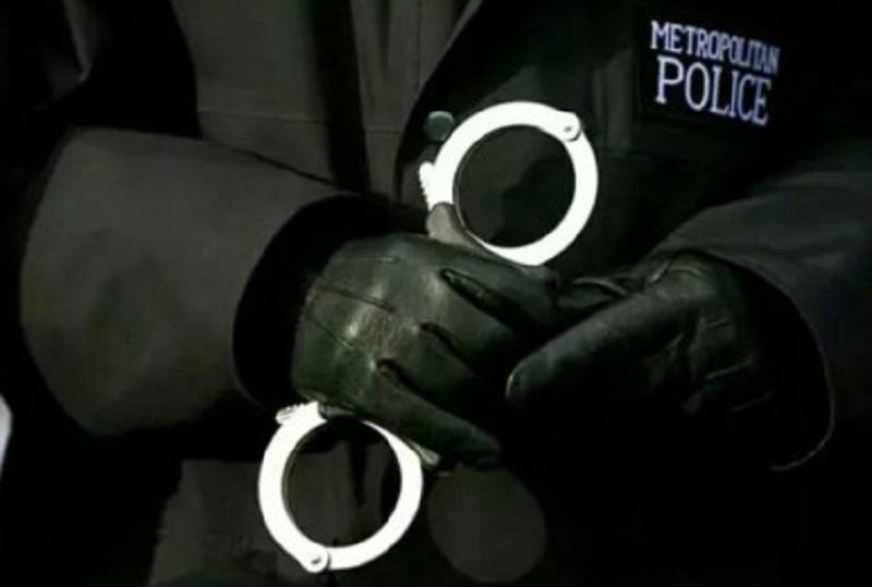 met police handcuffs