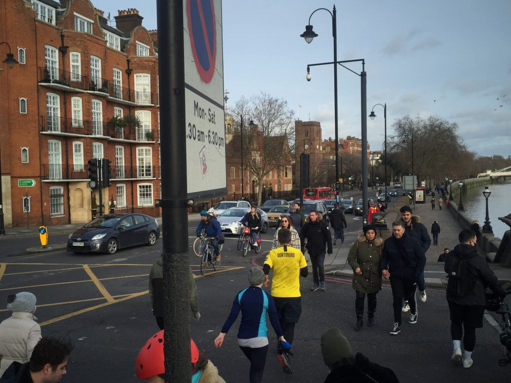 An image of many pedestrians crossing Battersea Bridge as a typical example of the level of footfall at the crossing on Battersea Bridge. Credit Rob McGibbon.