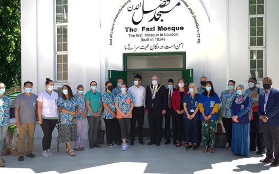 Mayor and MP posing with NHS volunteers