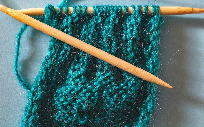Knitting a teal scarf