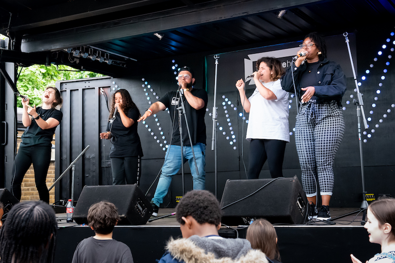Murray and other beatboxers performing on stage