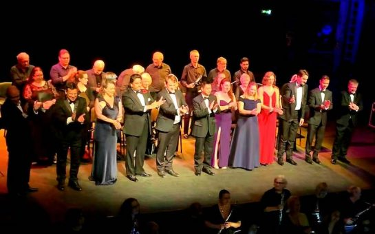 Instant Opera chorus and soloists bow on stage